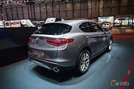 Bak/Sida av Alfa Romeo Stelvio 2.0 TBi Q4 Automatic, 280ps, 2017 på Geneva Motor Show 2017