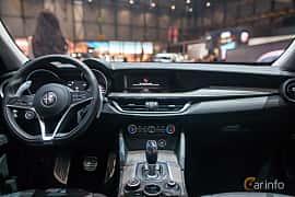 Interiör av Alfa Romeo Stelvio 2.0 TBi Q4 Automatic, 280ps, 2017 på Geneva Motor Show 2017