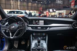 Interiör av Alfa Romeo Stelvio 2.2 JTDM Q4 Automatic, 210ps, 2017 på Geneva Motor Show 2017