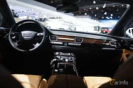 Interiör av Audi A8 L 3.0 TFSI V6 quattro TipTronic, 310ps, 2017 på North American International Auto Show 2017