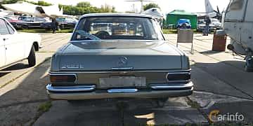 Back of Mercedes-Benz 280 SE  Manual, 177ps, 1976 at Old Car Land no.1 2019