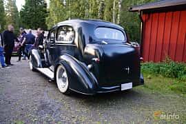 Back/Side of Chevrolet Standard Town Sedan 3.4 Manual, 80ps, 1936 at Onsdagsträffar på Gammlia Umeå 2019 vecka 35