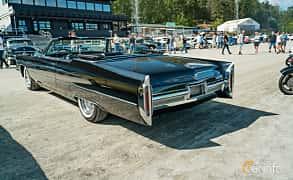 Bak/Sida av Cadillac De Ville Convertible 7.0 V8 OHV Hydra-Matic, 345ps, 1966 på Stockholm Vintage & Sports Car meet 2019