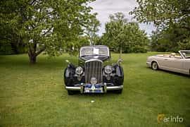 Front  of Bentley R Type 4.6 Manual, 130ps, 1953 at Rolls-Royce och Bentley, Norrviken Båstad 2019
