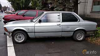 Side  of BMW 320 Sedan  Manual, 122ps, 1978 at Old Car Land no.2 2018
