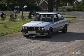 Front/Side  of BMW 316i 4-door Sedan 1.6 Manual, 99ps, 1990 at Tisdagsträffarna Vikingatider v.25 / 2017