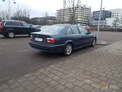 Back/Side of BMW 520i Sedan 2.2 Manual, 170ps, 2002