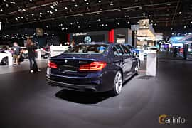Bak/Sida av BMW M550i xDrive Sedan 4.4 V8 xDrive Steptronic, 462ps, 2017 på North American International Auto Show 2017