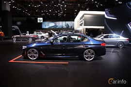 Sida av BMW M550i xDrive Sedan 4.4 V8 xDrive Steptronic, 462ps, 2017 på North American International Auto Show 2017