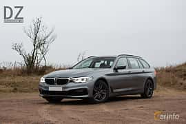 Front/Side  of BMW 520d xDrive Touring  Steptronic, 190ps, 2019