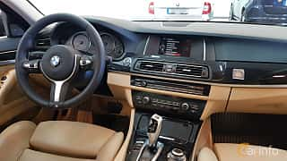 Interior of BMW 520d Touring 2.0 Steptronic, 190ps, 2015