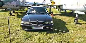 Front  of BMW 740i  286ps, 1995 at Old Car Land no.1 2019