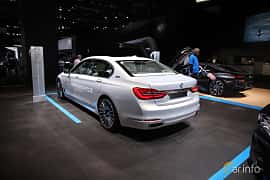 Bak/Sida av BMW 740Le xDrive 2.0 xDrive Steptronic, 326ps, 2017 på North American International Auto Show 2017