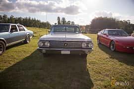 Fram av Buick Le Sabre 2-door Hardtop 6.6 V8 Automatic, 284ps, 1963 på Bil & Mc-café vid Tykarpsgrottan v.33 (2017)