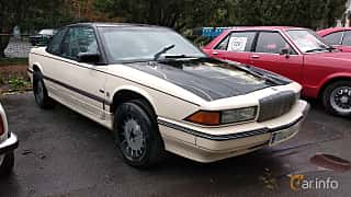 Front/Side  of Buick Regal Coupé 2.8 V6 MFI Hydra-Matic, 127ps, 1988 at Old Car Land no.2 2018