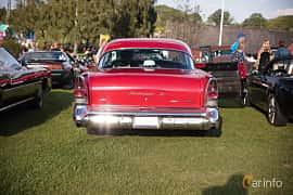 Bak av Buick Roadmaster 4-door Riviera Hardtop 6.0 V8 Automatic, 305ps, 1957 på Bil & Mc-café vid Tykarpsgrottan v.33 (2017)