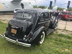 Back/Side of Buick Roadmaster Sedan 5.2 Manual, 132ps, 1937 at Old Car Land no.1 2019