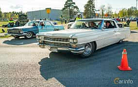 Front/Side  of Cadillac Coupé de Ville 7.0 V8 OHV Hydra-Matic, 345ps, 1964 at Wheelers Cruising, Vetlanda 2019