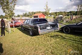Bak/Sida av Cadillac Sedan de Ville 7.0 V8 Hydra-Matic, 182ps, 1978 på Bil & Mc-café vid Tykarpsgrottan v.33 (2017)