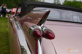 Närbild av Cadillac Eldorado Biarritz 6.4 V8 OHV Hydra-Matic, 349ps, 1959 på Onsdagsträffar på Gammlia Umeå 2019 vecka 23