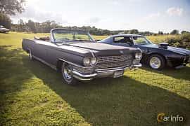 Fram/Sida av Cadillac Fleetwood Eldorado Convertible 7.0 V8 OHV Hydra-Matic, 345ps, 1964 på Bil & Mc-café vid Tykarpsgrottan v.33 (2017)