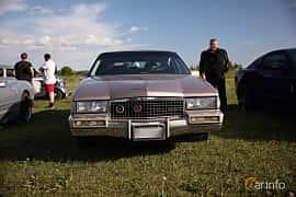 Fram av Cadillac Fleetwood Sedan 4.5 V8 Automatic, 182ps, 1990 på Tisdagsträffarna Vikingatider v.21 / 2018