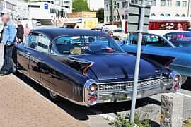 Bak/Sida av Cadillac Fleetwood Sixty Special 6.4 V8 OHV Hydra-Matic, 330ps, 1960 på Cruising Lysekil 2019
