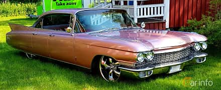 Fram/Sida av Cadillac Fleetwood Sixty Special 6.4 V8 OHV Hydra-Matic, 330ps, 1960
