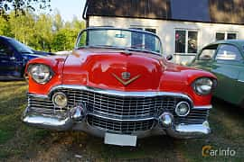 Front  of Cadillac Sixty-Two Convertible Coupé 5.4 V8 Automatic, 233ps, 1954 at Onsdagsträffar på Gammlia v.33 / 2018