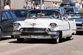Fram/Sida av Cadillac Sixty-Two Convertible Coupé 6.0 V8 Automatic, 289ps, 1956 på Cruising Lysekil 2019