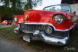 Front/Side  of Cadillac Sixty-Two Convertible Coupé 5.4 V8 Automatic, 233ps, 1954 at Onsdagsträffar på Gammlia v.33 / 2018