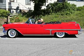 Sida av Cadillac Sixty-Two Convertible Coupé 6.0 V8 Automatic, 305ps, 1957 på Cruising Lysekil 2019