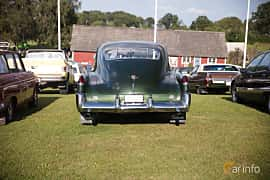 Bak av Cadillac Sixty-Two Club Coupé 5.4 V8 Hydra-Matic, 162ps, 1949 på Bil & Mc-café vid Tykarpsgrottan v.33 (2017)