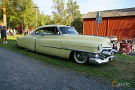Front/Side  of Cadillac Sixty-Two Coupé de Ville 5.4 V8 Hydra-Matic, 213ps, 1953 at Onsdagsträffar på Gammlia v.33 / 2018
