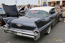 Back/Side of Cadillac Sixty-Two Sedan de Ville 6.0 V8 Automatic, 314ps, 1958
