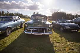 Fram av Chevrolet 210 4-door Sedan 3.9 Powerglide, 117ps, 1953 på Bil & Mc-café vid Tykarpsgrottan v.33 (2017)
