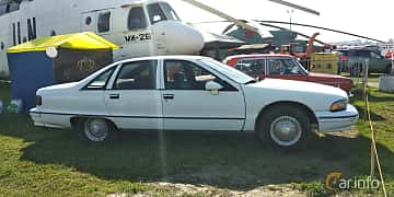 Side  of Chevrolet Caprice Sedan 5.0 V8 Automatic, 173ps, 1992 at Old Car Land no.1 2019