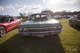 Fram av Chevrolet Impala 3-seat Station Wagon 5.4 V8 Powerglide, 254ps, 1965 på Bil & Mc-café vid Tykarpsgrottan v.33 (2017)
