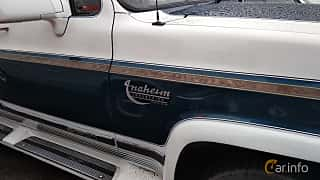 Close-up of Chevrolet Suburban 4-door 1991 at Old Car Land no.2 2018