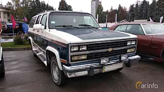 Front/Side  of Chevrolet Suburban 4-door 1991 at Old Car Land no.2 2018