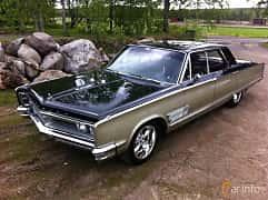 Front/Side of Chrysler 300 4-door Hardtop 6.3 V8 TorqueFlite, 330ps, 1966