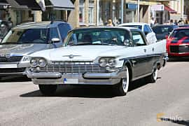 Front/Side  of Chrysler New Yorker 4-door Hardtop 6.8 V8 Automatic, 355ps, 1959 at Cruising Lysekil 2019