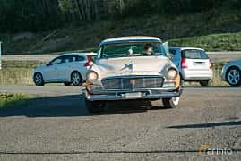 Front  of Chrysler New Yorker Newport 4-door 5.8 V8 PowerFlite, 284ps, 1956 at Lissma Classic Car 2019 vecka 20