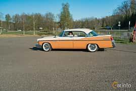 Side  of Chrysler New Yorker Newport 4-door 5.8 V8 PowerFlite, 284ps, 1956 at Lissma Classic Car 2019 vecka 20