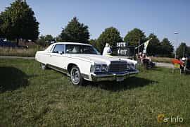 Fram/Sida av Chrysler New Yorker Brougham 2-door Hardtop 7.2 V8 TorqueFlite, 233ps, 1974 på Tisdagsträffarna Vikingatider 2019 vecka 26