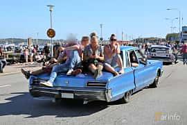 Bak/Sida av Chrysler New Yorker Town Sedan 7.2 V8 TorqueFlite, 360ps, 1966 på Cruising Lysekil 2019