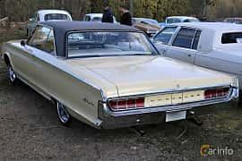 Bak/Sida av Chrysler Newport 2-door Hardtop 6.3 V8 TorqueFlite, 274ps, 1965 på Uddevalla Veteranbilsmarknad Backamo, Ljungsk 2019