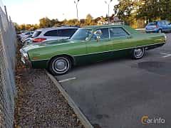 Front/Side  of Chrysler Newport 4-door Hardtop 6.3 V8 TorqueFlite, 278ps, 1971