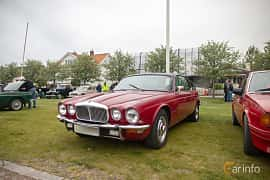 Fram/Sida av Daimler Sovereign Coupé 4.2 Manual, 186ps, 1975 på Veteranbilsträff i Vikens hamn  2019 Maj