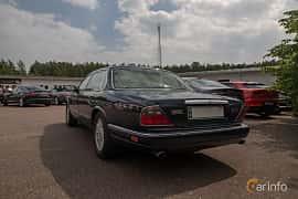 Back/Side of Daimler Six LWB 4.0 Automatic, 241ps, 1996 at Joe's garage 2019´s stora Jaugurevent